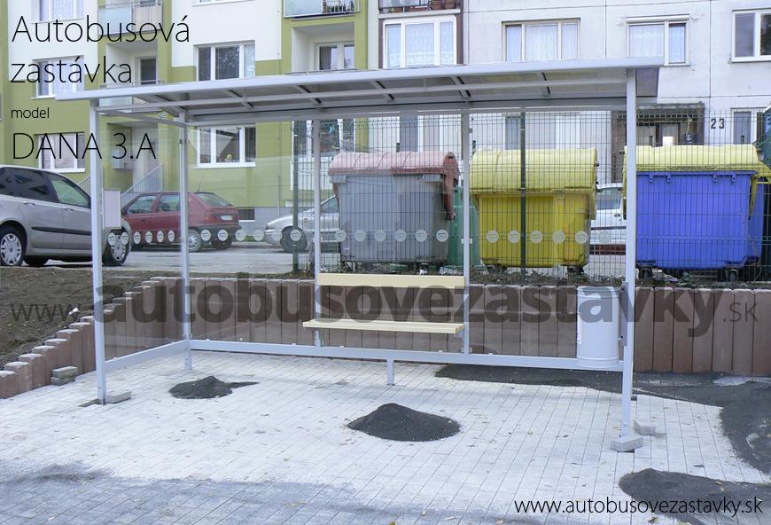 Nová autobusová zastávka v meste Hlohovec na zrekonštruovanom nástupišti.